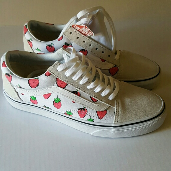 6a1cd2f177 🆕VANS Strawberries Old Skool